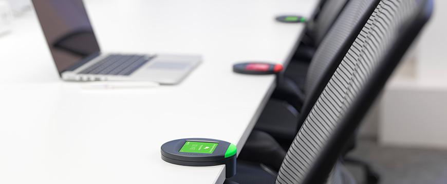 Mit den kleinen Devices von Condeco lässt sich jeder Arbeitsplatz über ein zentrales System organisieren – so lassen sich Büros komplett neu managen.